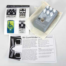 EarthQuaker Devices Bit Commander Guitar Synthesizer 100% Complete in Box Grey / White