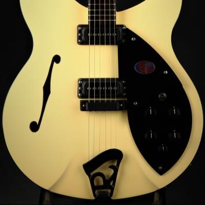 Rickenbacker Eddie's Guitars Exclusive 360 WB - Light Mocha Cream/Limited Run (360 SPC LMC)