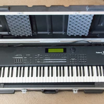 Roland XP-80 with paper manual & SKB hardcase