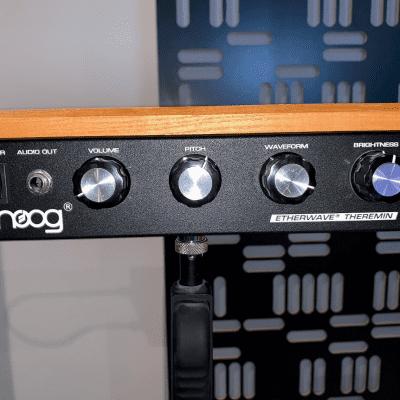 Moog Etherwave Standard Theremin 2010s wood