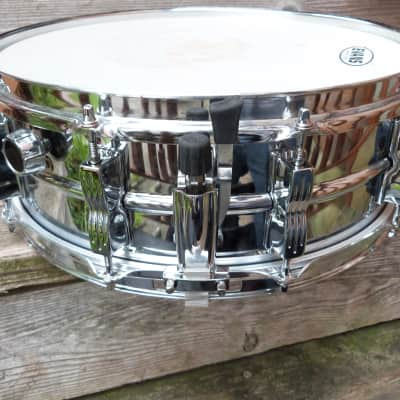 ludwig  chrome snare black/white badge stand and bag chrome