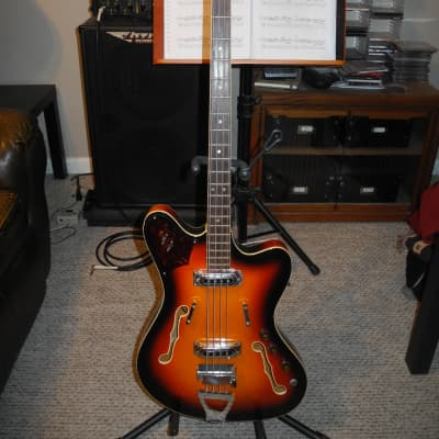 Framus 5/151-52 TV Star Bass with original case