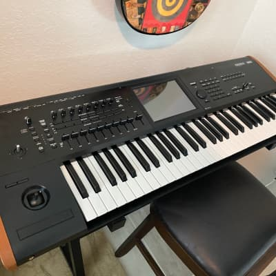 Korg Kronos v2 61  Lightly used with soft shell carrying case