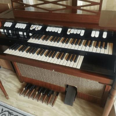 Hammond M-100 Series Organ 1961 - 1968