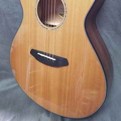 Breedlove Pursuit Concert LH Cutaway Acoustic/Electric Guitar (Left-Handed) Gloss Natural 2016