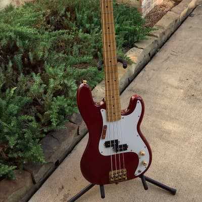 Hondo Fame Series 830 Bass 1987 W/Case for sale