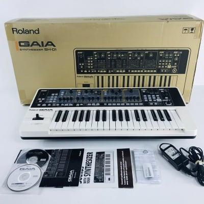 Roland SH-01 GAIA 37-Key Digital Synthesizer + Sweetwater Plug-in Orig Box Near mint!