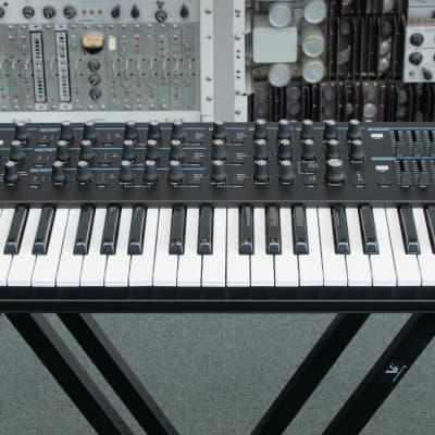 Novation Summit Two-part, 61-Key, 16-Voice Polyphonic Synthesizer -Display Item