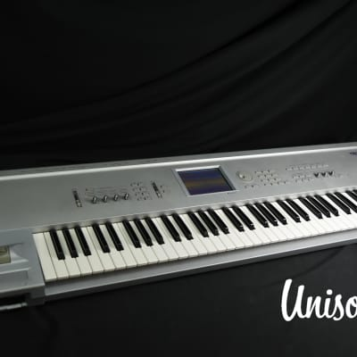 Korg Triton pro Music Workstation Synthesizer in Very Good [Version 2.0.0]