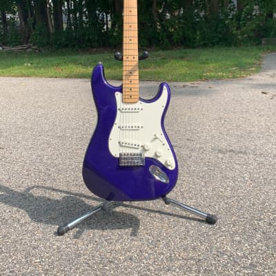Fender Standard Stratocaster with Maple Fretboard 1998 - 2001 Midnight Blue