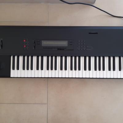 Korg M1 61-Key Synth Music Poste de travail