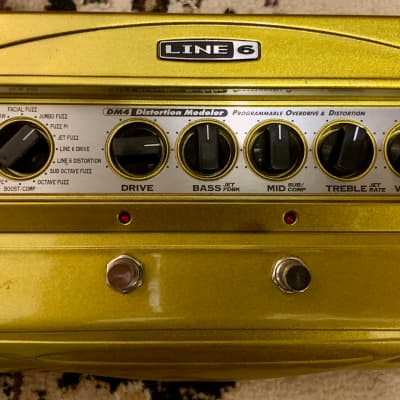 Line 6 DM4 Distortion Modeler with Power Supply
