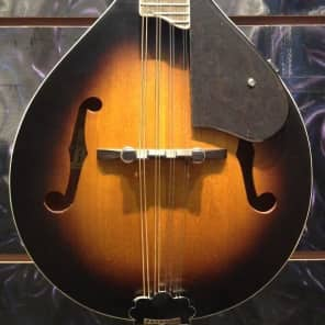 Gretsch G9311 New Yorker Supreme Acoustic-Electric Mandolin