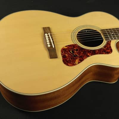 Guild Westerly Collection OM-240CE 383-2405-821 (641)