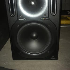 Behringer B2030A High-Res 2-Way Studio Monitor