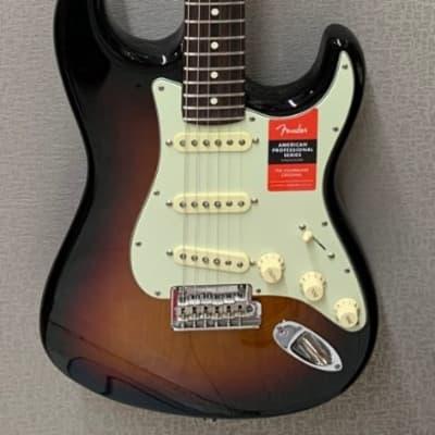 Fender American Professional Stratocaster Rosewood, 3 Tone Sunburst w/Case -DEMO