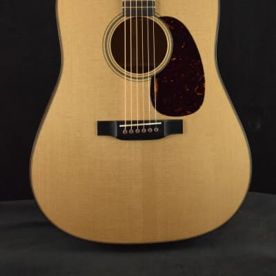 Martin D-18 Modern Deluxe Sitka Spruce / Genuine Mahogany Dreadnought