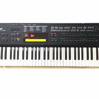 Yamaha DX7IID 61-Key 16-Voice FM Synthesizer. Made in Japan-1987 Great Condition !