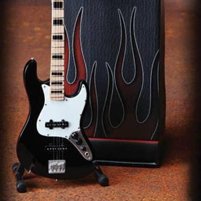 Fender(TM) Jazz Bass(TM) - Black Finish