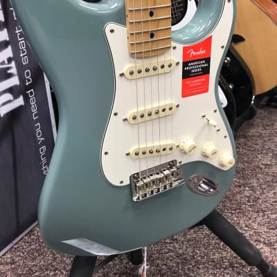 NOS!! Fender American Professional Series Stratocaster Sonic Grey