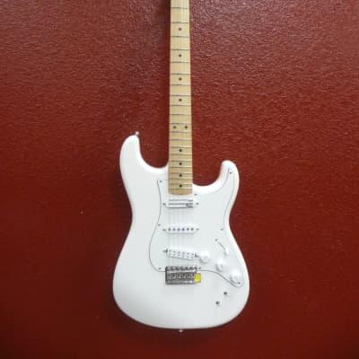 Fender EOB Stratocaster®, Maple Fingerboard, Olympic White