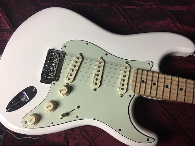 Fender Deluxe Roadhouse Stratocaster Olympic White Authorized