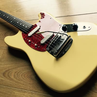 Fender Mustang '69 Reissue Vintage White/Yellow CIJ 1999 for sale
