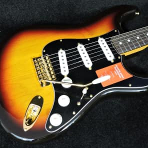 Fender Stratocaster Traditional 60's with Gold Hardware. Made in Japan 3-colour sunburst for sale