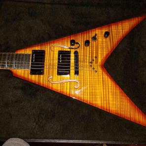 Dean Dave Mustaine StradiVMNT Vintage Sunburst