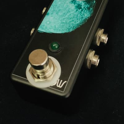 Saturnworks True Bypass Black Looper Loop Pedal with Volume Control - Handcrafted in California