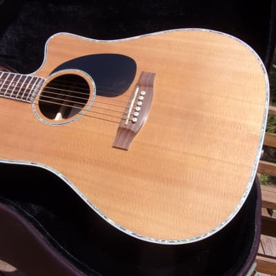 2004 Takamine EG360SC, natural finish in excellent condition, plays like butter, and sounds great.
