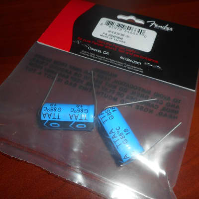 Fender 002-4819-049 Aluminum Electrolytic Axial Amp Capacitor - 22uF @ 500V, 50% Tolerance (2)