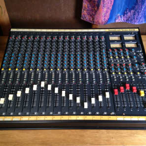 Soundcraft Series 200B 16-Channel 4-Bus Mixing Console