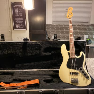 2012 Fender American Deluxe Jazz Bass white with case! for sale