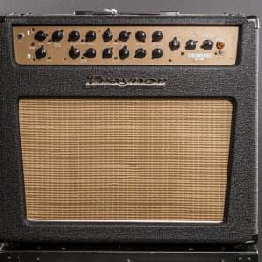 "Traynor YCS50 Custom Special 50 50-Watt 1x12"" Guitar Combo"
