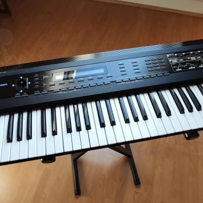 Roland D-50 61-Key Linear Synthesizer - with Sounds on CD-ROM very nice condition a vintage classic!