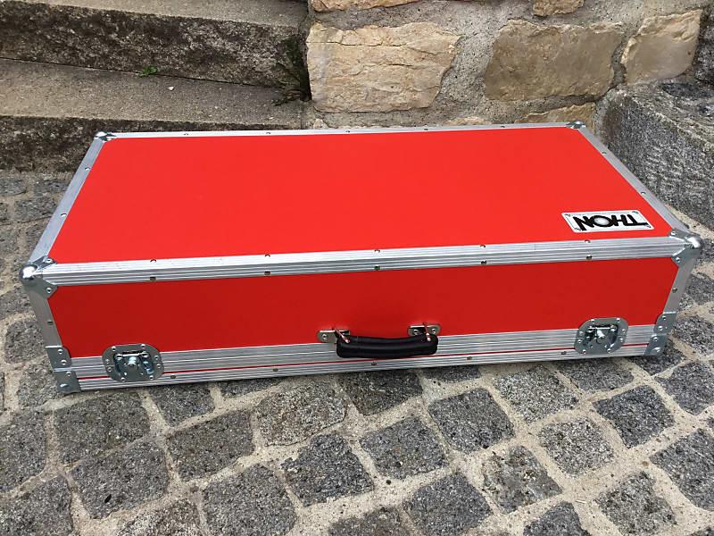 thon custom case thon custom guitar pedal board 2 ebenen reverb. Black Bedroom Furniture Sets. Home Design Ideas