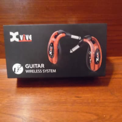 Xvive  U2 rechargeable 2.4GHz Wireless Guitar System - Digital Guitar Transmitter/Receiver  (Wood)