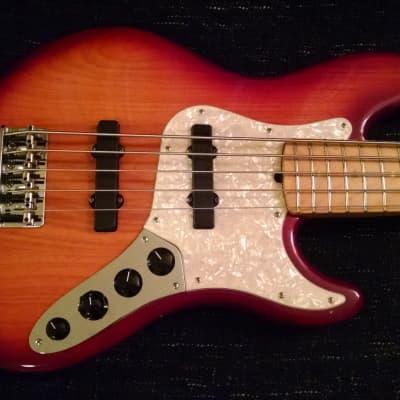 Fender American Deluxe Jazz  Bass V 2003 Cherry Sunburst for sale