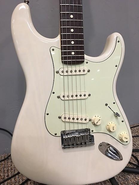 Fender Stratocaster 2001 Mary Kay White Translucent