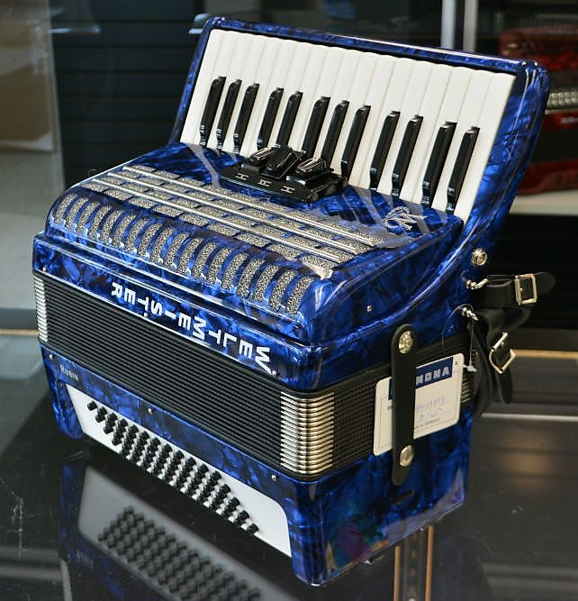 Weltmeister Rubin 60 Bass Piano Accordion Blue