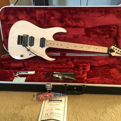 Ibanez RG652AHM-AWD RG Prestige 500 Series HH Ash Top Electric Guitar Antique White Blonde w/ Maple Fretboard