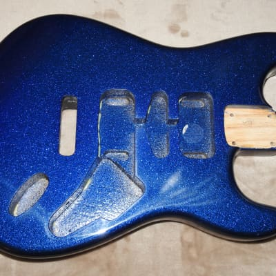 Mighty Mite MM2700AF-BSPRKL Strat Swamp Ash Body Blue Sparkle Poly Finish NOS Very Light #1