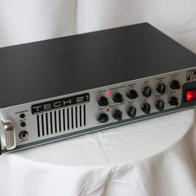 Tech 21 VT Bass 1969 300-Watt Rackmount Bass Head w/ Optional Rack Case for sale