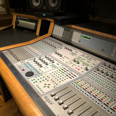 ICON Suite w/ 25r RU desk and Hear Technolgy System with hubs
