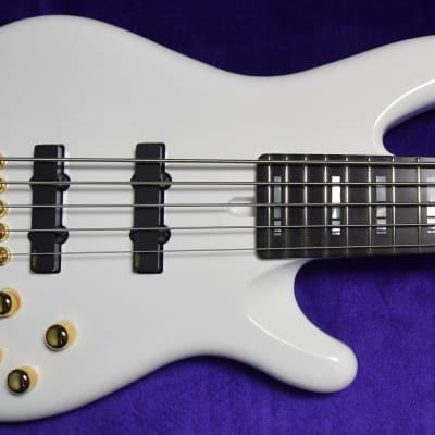 Yamaha Nathan East Signature 5-String, White Gloss with Ebony Fingerboard