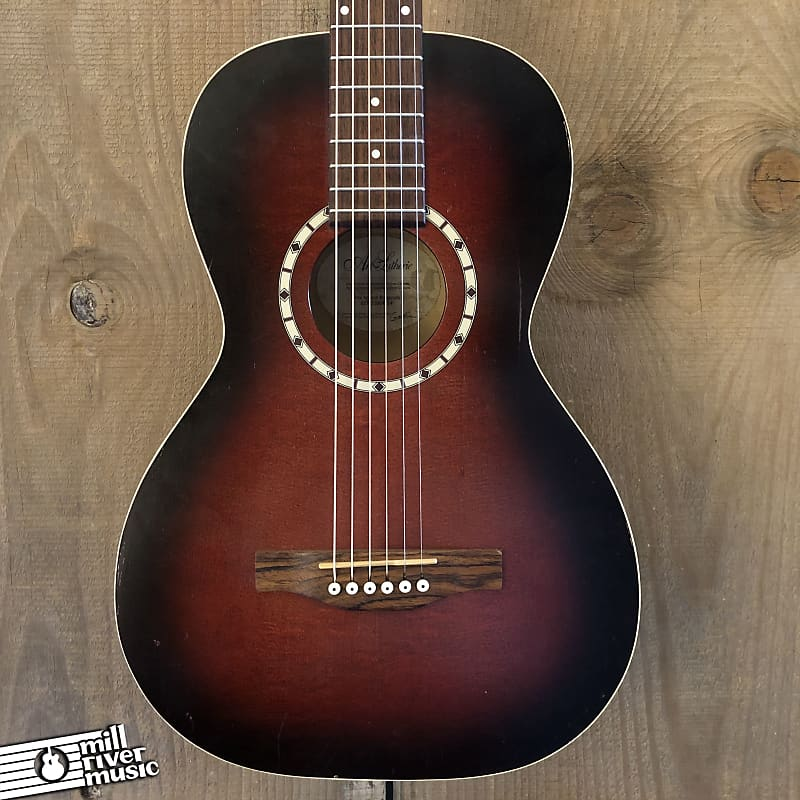 Art & Lutherie Ami Spruce Burgundy Parlor Acoustic Guitar Antique Burst