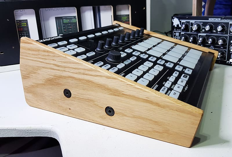 STAND FOR NATIVE INSTRUMENTS MASCHINE MK3 SYNTHS AND WOOD SOLID OAK END CHEEKS