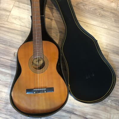 VINTAGE CONQUEROR B1172 CLASSICAL GUITAR, JAPAN, NATURAL with CHIP CASE for sale