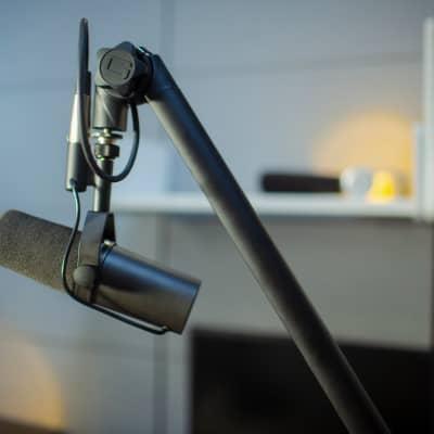 Gator Deluxe Frameworks Desktop Mic Boom Stand for Podcasts & Recording